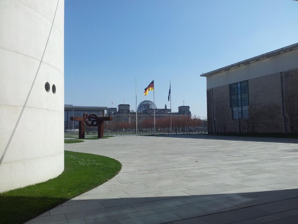Blick vom Kanzleramt zum Reichstag, Berlin